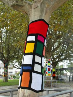 Yarn bombing trees - Urban Knitting auf dem Land