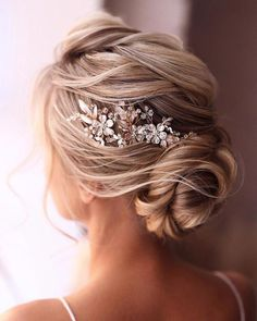 Wedding Hairstyles For Long Hair, Hair Comb Wedding, Wedding Hair Pieces, Elegant Hairstyles, Indian Hairstyles, Rustic Wedding Hairstyles, Bridal Comb, Wedding Veils, Winter Wedding Hairstyles