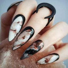 Marmor Nägel marble nails halloween nails cool nail designs Wedding Favors-A Gift for the Guests Art Marble Nail Designs, Marble Nail Art, Cool Nail Designs, Acrylic Nail Designs, Black Marble Nails, Stone Nail Art, Fingernail Designs, Pretty Designs, Beautiful Nail Art