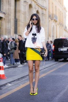 Pop of colour street style // mini skirt perfection