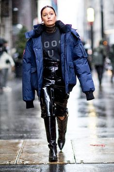 Every good street style look from outside the New York Fashion Week Fall 2017 shows. | Discover more cold weather looks on www.primpymag.com/ | #snow #freezing #primpystyle #primpytips