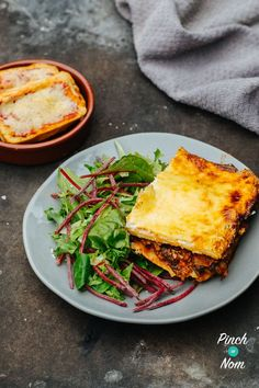 Lasagne - Pinch Of Nom Slimming Recipes Slimming World Lasagne, Slimming World Recipes Syn Free, Pinch Of Nom, Lasagne Recipes, Cooking Recipes, Healthy Recipes, Healthy Food, Slimming Eats, Natural Yogurt