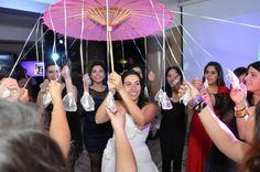 sombrilla dijes My Wedding Planner, Wedding Day, Sweet 15 Dresses, Ideas Para Fiestas, Marie, Wedding Decorations, Angeles, Play Ideas, 15 Years