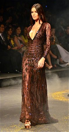 I first saw Dubai- based Philippine designer Michael Cinco's collection at the RED ball a week ago. Couture Fashion, Runway Fashion, High Fashion, Elegant Dresses, Nice Dresses, Delias Dresses, Beautiful Gowns, Beautiful Outfits, Michael Cinco