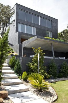 This house is located in Cabo de Ajo, in Santander, Cantabria, Spain. It was a project by MDBA and its construction was completed in The location is Luxury Modern Homes, Luxury Homes Interior, Cinder Block House, Cinder Blocks, Exterior Design, Interior And Exterior, Villa, Architect Design, Interior Architecture