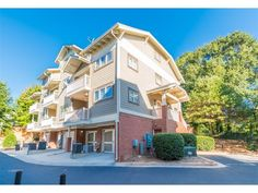 Just listed - a cute Beltline townhome end unit just steps away from Grant Park and the Zoo. Even comes with a garage. 2 beds, 2.5 baths, and listed at $269,900 Atlanta Zoo, Grant Park, Old City, Park City, Baths, Townhouse, The Neighbourhood, Garage, Old Things