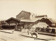 Louis-Emile Durandelle Gare Saint-Lazare : cour de Rome, escalier en bois en 1885