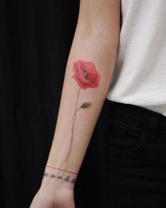 21 of the most beautiful, delicate and feminine tattoos you have ever seen - tatoo feminina Pretty Tattoos, Cute Tattoos, Leg Tattoos, Beautiful Tattoos, Flower Tattoos, Body Art Tattoos, Small Tattoos, Watercolor Poppy Tattoo, Poppies Tattoo
