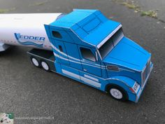 Paper model Western Star truck and tankers from bouwplaatvanjeeigentruck. Western Star Trucks, Paper Models, Westerns, Paper Crafts, Stars, Templates, House Template, Trucks, Paper Envelopes