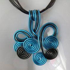 Collier fil aluminium bleu turquoise et noir                                                                                                                                                                                 Plus