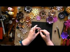 Awesome effects with metal - Ten Seconds Studio Metal Flowers 2 Tolle Effekte mit Metall - Ten Secon Soda Can Flowers, Tin Flowers, Paper Flowers, Wall Flowers, Aluminum Can Crafts, Metal Crafts, Pop Can Art, Pop Can Crafts, Tin Art