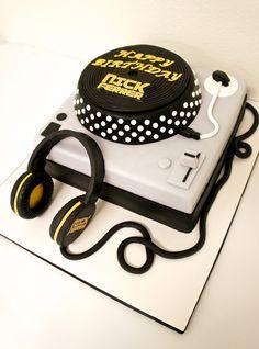 #TURNTABLE #DJ #CAKE by Half Baked Co. Special Birthday Cakes, Baby Birthday Cakes, Sweet 16 Birthday, 50th Birthday, Bolo Dj, Music Cookies, Dj Cake, Music Themed Cakes, Cake Pop Displays