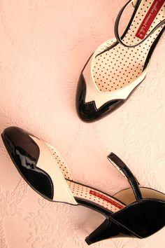 L'élégance de ces chaussures habillera les pieds de la danseuse de claquette après ses prestations.  The tap dancer wears these elegant and lovely shoes after her performances. Black and cream medium heels shoes www.1861.ca