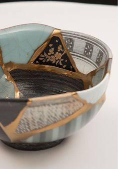Modern kintsugi with pieces from different items Japanese Ceramics, Japanese Pottery, Japanese Art, Kintsugi, Wabi Sabi, Ceramic Pottery, Ceramic Art, Motif Arabesque, Art Japonais
