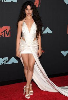 See the boldest, brightest and most skin-baring outfits from the MTV Video Music Awards red carpet Mtv Video Music Award, Music Awards, Camila Cabello Style, Celebrity Red Carpet, Celebrity Style, Actrices Sexy, One Shoulder Gown, Mtv Videos, Red Carpet Looks