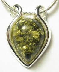 #butterflyhabits relationship advice - GREEN AMBER. A motivator stone that helps guide you along your love and life path. It helps to dissolve blocks, grounding and purifying.