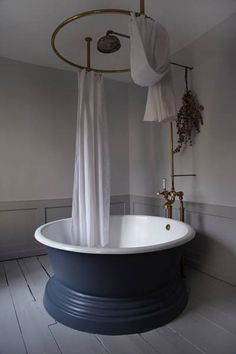 Leviton Decora Smart Home App Bathrooms - Berdoulat Interior Design Cheap Beach Decor, Cheap Office Decor, Cheap Rustic Decor, Grey Home Decor, Retro Home Decor, Home Decor Bedroom, Decor Room, Classic Bathroom, Home Decor Paintings