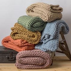 Your Lifestyle by Donna Sharp Chunky Knit Throw - Overstock - 21529411 Chunky Knit Throw Blanket, Hand Knit Blanket, Knitting Blanket Patterns, Thick Yarn Blanket, Cable Knit Throw, Pijamas Women, Quilted Handbags, Mermaid Blanket, Arm Knitting