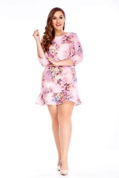 Príjemné dámske krátke šaty s rovným strihom v ružovej farbe, vhodné na bežné nosenie do práce či školy. Šaty majú trojštvrťové rukávy, okrúhly výstrih, zipsové zapínanie na chrbte, jednoduchý kvetinový vzor a sú ukončené volánikom. Sú vhodné pre všetky typy postáv. Two Piece Skirt Set, Skirts, Dresses, Fashion, Moda Femenina, Vestidos, Moda, Fashion Styles, Skirt
