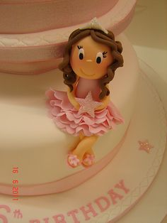 Princess cake topper photo by Helen Brinksman from Flickr at Lurvely