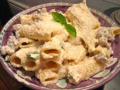 Pasta Ricotta e Salsiccia, un primo piatto rustico e saporitissimo: la ricetta sprint per realizzare una pietanza molto semplice da realizzare ed anche più saporita