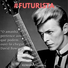 David Bowie, artista visionário vanguardista, é nosso homenageado de hoje sobre #futurista na galeria #34lentes.  Você conhece seus Pontos Fortes? #descubraseuspontosfortes #coaching #cliftonstrengths #strengthsfinder #futuristic David Bowie, Coaching, Movie Posters, Movies, Getting To Know, Artists, Futuristic, Celebrities, David Bowie Band