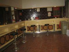 Venta de local comercial en Ambroz (Madrid), LOCAL BAR TAGORE, con 65 m2 construidos, Reformado, Orientado hacia el Norte, Ninguna plaza(s) de garaje, 0 baño(s), 2 aseo(s), salida de humos, ventanas, preinstalación eléctrica, hace esquina, Completa, aire acondicionado Frío / Calor, almacén, 1-2 Estancias. 230.000 €