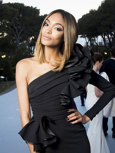 Jourdan Dunn's dark manicure and perfect lob are so stunning – 2020 Fashions Womens and Man's Trends 2020 Jewelry trends Popular Hairstyles, Mid Hairstyles, Jourdan Dunn, Fresh Hair, Best Black, Celebrity Beauty, Homemade Beauty, Hair Designs, Hair Trends