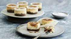 Cheesecake-muffins med saltkaramel | Femina Cheesecakes, Panna Cotta, Muffins, Brunch, Sweets, Baking, Ethnic Recipes, Desserts, Lemon