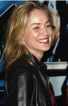 Sharon Stones casual, blonde hairstyle