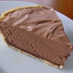Easy, No-Bake Nutella Pie - made this yesterday, so easy and delicious! Nutella, cream cheese, and cool whip in a graham cracker crust - that's it. Can also use chocolate cookie crust! You could leave out the crust for an easy Nutella mousse. Mousse Au Nutella, Nutella Pie, Nutella Brownies, Nutella Cool Whip Pie, Nutella Cream Cheese, Nutella Snacks, Nutella Cheesecake, Pie Recipes, Sweet Recipes