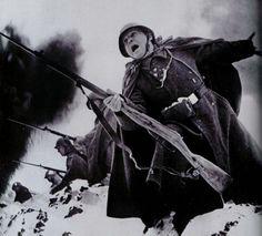 Ответы@Mail.Ru: Если завтра война, будут ли у нас подобные плакаты и фото? будет ещё один Левитан? будут ли вообще воевать за Ро