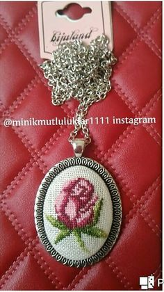 This Pin was discovered by Yas Embroidery Jewelry, Ribbon Embroidery, Handmade Necklaces, Handmade Jewelry, Stitch Cartoon, Bracelet Crafts, Wool Applique, Needlepoint, Cross Stitch Patterns