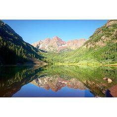 We could sit for hours watching the sunrise at Maroon Bells. The view changes as the day goes on.  Aspen, CO #PagesofTravel #Colorado