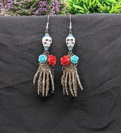 Gothic Earrings, Skull Earrings, Rose Earrings, Halloween Earrings, Halloween Jewelry, Halloween Crafts, Metal Jewelry, Beaded Jewelry, Beaded Bracelets