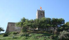 """#Málaga - #Fuengirola - Castillo de Sohail / 36º 31' 34"""" -4º 37' 42"""" / Se encuentra situado sobre una colina en la desembocadura del Río Fuengirola. Fue construido a mediados del siglo X por Abderramán III y destruido en el siglo XV durante la conquista cristiana. Destacan su altas torres y murallas almenadas. En la actualidad en su interior se realizan numerosos actos culturales, sede del Festival Ciudad de Fuengirola. Desde sus alrededores se obtienen unas bellas vistas de la costa."""