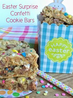 Soft cookie bars are loaded with peanut butter, oats, chocolate chips, and candy bars! It's a colorful recipe. Plus confetti springtime sprinkles help make this the perfect dessert for Easter. Eyebrow Makeup Tips Desserts Ostern, Köstliche Desserts, Holiday Desserts, Holiday Treats, Holiday Recipes, Delicious Desserts, Dessert Recipes, Confetti Cookies, Biscuits