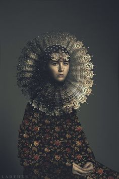 Renaissance dandelion on Behance.a fantastic Photoshop job to make this image starting with a very natural looking girl. Lumiere Photo, Portrait Photography, Fashion Photography, Renaissance Kunst, Renaissance Paintings, Foto Fashion, Fashion News, Illustration Art, Illustrations