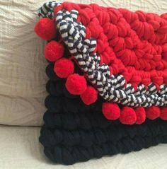 How To Crochet A Shell Stitch Purse Bag - Crochet Ideas Crochet Clutch, Crochet Handbags, Crochet Purses, Crochet Bags, Love Crochet, Diy Crochet, Crochet Shell Stitch, Diy Bags Purses, Yarn Bag