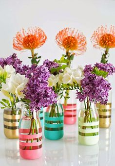 DIY Gifts for Teens - Upcycling Glass Bottles Into Vases - Cool Ideas for Girls and Boys, Friends and Gift Ideas for Teenagers. Creative Room Decor, Fun Wall Art and Awesome Crafts You Can Make for Pr (Cool Crafts For Girls) Wine Bottle Crafts, Jar Crafts, Starbucks Bottle Crafts, Starbucks Bottles, Frappuccino Bottles, Starbucks Frappuccino, Bottle Painting, Diy Painting, Painting Flowers
