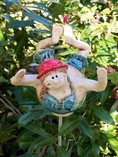 http://de.dawanda.com/product/79886551-Nixe-Molly-Gartenkeramik-Rosenkugel
