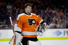 Flyers Hockey, Goalie Mask, Philadelphia Flyers, World Of Sports, Hockey Players, Ice Hockey, Cute Guys, Athletes, Celebs