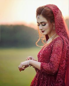 Get Easy & Beautiful Girls Hairstyle For Party 2018 With Images. It is challenge to reinventing new beautiful summer hairstyle. Pakistani Bridal Makeup, Bridal Mehndi Dresses, Elegant Wedding Hair, Pakistani Wedding Dresses, Bridal Outfits, Bridal Looks, Bridal Style, Wedding Attire, Wedding Bride