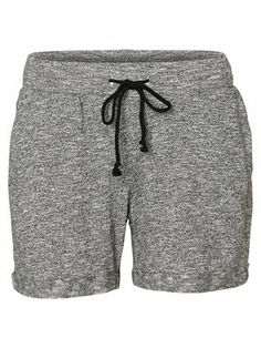 Sweat shorts from VERO MODA. For everyone who loves a casual look. #veromoda #casual #sweatpant #shorts #fashion #style