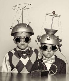 I love these collander-spacemen. vintage everyday: The Most Bizarre Fashion Styles in the Past – 25 Funny Photos of Vintage Costumes That Nobody Can Explain Atomic Age, Stock Foto, Vintage Photographs, Vintage Halloween, Vintage Costumes, Funny Photos, Funny Vintage Photos, Bizarre Photos, Weird Pictures