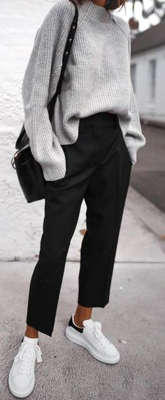 casual style perfection / sweater + bag + black pants + sneakers - All About Fashion Mode, Look Fashion, Winter Fashion, Womens Fashion, Fashion Black, Cheap Fashion, Fashion 2017, Mode Outfits, Winter Outfits