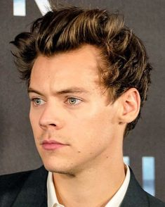 136 mentions J'aime, 2 commentaires – HARRY STYLES UPDATES (@harrydailyupdates) sur Instagram : « I love looking at him I don't want to miss any detail of his beautiful face !!❤️ »