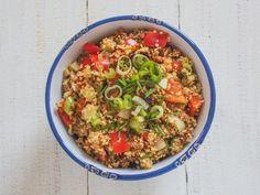 Sommerlicher Couscous-Salat als perfekte Beilage zum Grillen. Vegan, schnell und einfach vorzubereiten!