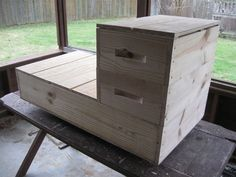 I think I will use this Horizontal Langstroth design when I finally get into beekeeping. The long hive base is 3 8-frame boxes wide and accepts supers.
