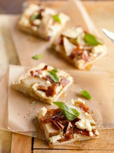 Bacon Recipes, Fruit Recipes, Pizza Recipes, Appetizer Recipes, Appetizers, Cooking Recipes, Pear Recipes Dinner, Pear Pizza, Poached Pears